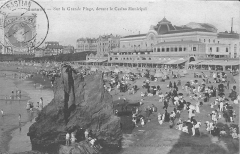 Casino municipal - English: On the large beach, in front of the Casino municipal of Biarritz (Pyrénées-Atlantiques, France). Timestamp is at july 1909.