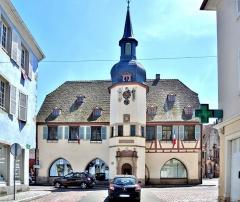Hôtel de ville - Français:   Façade de la mairie de Benfeld. Bas-Rhin