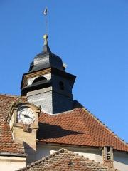 Eglise catholique Saint-Louis -  église catholique Saint-Louis à Birkenwald (Bas-Rhin). Zoom sur le clocher.