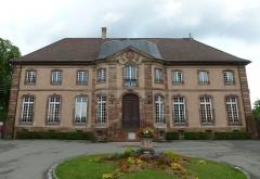 Domaine de la Cour d'Angleterre ou du jardin d'Angleterre - English: Baroque sandstone castle built 1749-1751 by the Baron de Dietrich in Bischheim near Strasbourg, Alsace, France