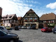 Corps de garde et maison - Français:   Alsace, Bas-Rhin, Boersch, Ancienne école (XVIIe), actuellement maison, 1 rue du Rempart, place de l\'Hôtel de ville