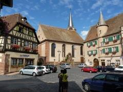 Hôtel de ville - Français:   La poste, l\'église et l\'hôtel de ville depuis sur la place centrale