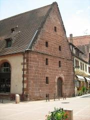 Ancienne chapelle castrale Saint-Georges et halle aux blés - Français:   mur du pignon de la Halle aux blés de Bouxwiller (67) France