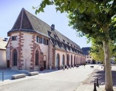 Ancienne chapelle castrale Saint-Georges et halle aux blés - Français:   Le complexe de l\'ancienne halle aux blés et de l\'ancienne chapelle castrale abrite désormais le Musée du Pays de Hanau.