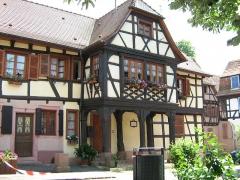 Maison - Français:   Kaufhaus de Bouxwiller (67) France