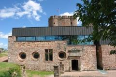 Forteresse - Deutsch: Burg Lichtenberg (Elsass). Ausstellungsräume außen
