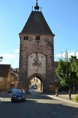 Ancienne porte de la Ville, dite de Strasbourg - English: Très belle porte médiévale à Mutzig comprenant un chevalier peint