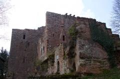 Ruines du château de Wasenbourg - English: The Château de Wasenbourg, near Niederbronn-les-Bains, France.