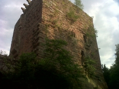 Ruines du château de Wasenbourg - English: Château de Wasenbourg in Niederbronn-les-Bains - exterior, back of the castle