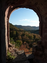 Ruines du château Wasigenstein -  Tower Window at Wasigenstein Castle Ruin - Autumn View