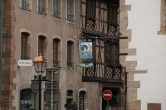 Halle aux blés (anciennes boucheries) - English: Rue du Général Gouraud as seen from Place du Marché (Main Square) in Obernai, France