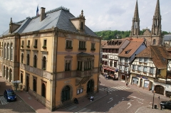 Hôtel de ville - English: Town Hall at the Place du Marché (Main Square) as seen from hotel Diligence,  Obernai, France