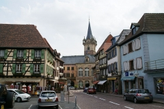 Hôtel de ville - English: Rue du Chanoine Gyss in Obernai, France