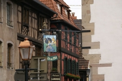 Maison - English: Rue du Général Gouraud as seen from Place du Marché (Main Square) in Obernai, France