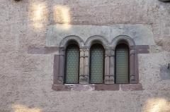 Maison - Deutsch: Maison seigneuriale de Rathsamhausen in der Rue des Pélerins 11 in Obernai im Département Bas-Rhin in der Region Grand Est (Frankreich), romanische Drillingsfenster