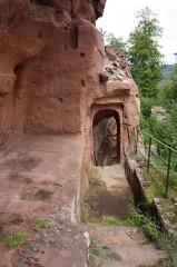 Ruines du château de Lutzelhandt - Deutsch: Aufgang zur Oberburg