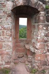 Ruines du château de Lutzelhandt - Deutsch: Fenster der Oberburg