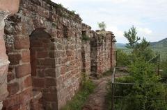 Ruines du château de Lutzelhandt - Deutsch: Gebäuderest der Oberburg