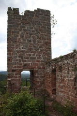 Ruines du château de Lutzelhandt - Deutsch: Ostseite des Turmes