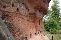 Ruines du château de Lutzelhandt - Deutsch: Südseite des Burgfelsens