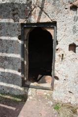 Ruines du château de Lutzelhandt - Deutsch: Tür im Turm