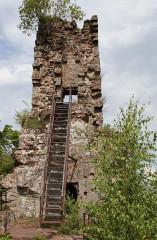 Ruines du château de Lutzelhandt - Deutsch: Westseite des Turmes