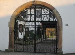 Château -  portail latéral du château d'Odratzheim (Bas-Rhin)
