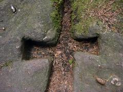 Mur païen -  Détail de mortaises sur le Mur Païen.