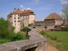 Ruines du château et restes des enceintes fortifiées -  Nordvogesen 2004 La Petite Pierre