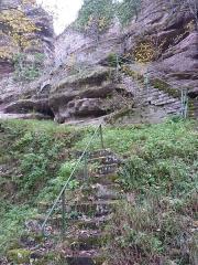 Ruines du château Ochsenstein - English: Bottom of the stairs of castle of Grand Ochsenstein, Bas-Rhin, France