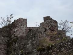 Ruines du château Ochsenstein - English: Chapel of the castle of Grand Ochsenstein, Bas-Rhin, France. View from South building.