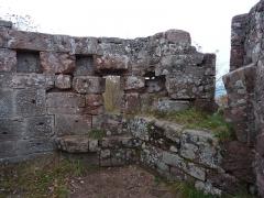 Ruines du château Ochsenstein - English: Windows of the chapel of the castle of Grand Ochsenstein, Bas-Rhin, France.