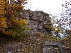Ruines du château Ochsenstein - English: Base of the keep of castle of Grand Ochsenstein, Bas-Rhin, France.