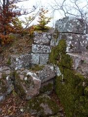 Ruines du château Ochsenstein - English: Remains on top of the keep of castle of Grand Ochsenstein, Bas-Rhin, France.