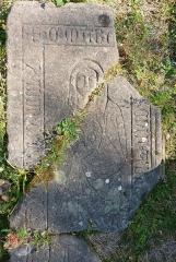 Ruines de l'abbaye Niedermunster - Pierre tombale de Marguerite de Senin, croisée du transept de l'église abbatiale de Niedermunster, Bas-Rhin, France.