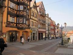 Maison -  Alsace, Bas-Rhin, Saverne, Grand-Rue, Vue de la rue.