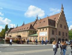 Ancienne douane - English: Superbe bâtiment juste en face du musée historique, bel accueil dans l'hyper-centre de Strasbourg.