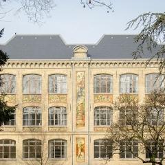 Ecole municipale des Arts décoratifs -  Précurseur de l'art nouveau à Stasbourg, cette école bâtie à la fin du XIXe comporte de superbes peintures murales, sculptures, décoration, etc.