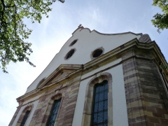 Eglise protestante Sainte-Aurélie - Français:   Pignon de l\'église Sainte-Aurélie de Strasbourg. Pignon curviligne percé de quatre oculi, sur lequel empiète un fronton triangulaire.)