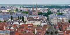 Eglise Saint-Etienne - Deutsch: Blick vom Münster Unserer Lieben Frau auf die protestantische Kirche St. Paul, Straßburg, Elsass, Frankreich
