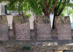 Restes de l'enceinte du Moyen Age - Vestiges de l'enceinte médiévale de Strasbourg (place Sainte-Madeleine). Construction au XIIIe s.
