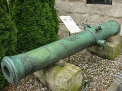 Ancienne fonderie de canons - English: Barrel of the French heavy field (siege) cannon named