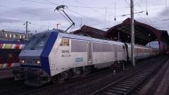 Gare ferroviaire centrale - La BB 26143 en tête d'un TER 200 en gare de Strasbourg.