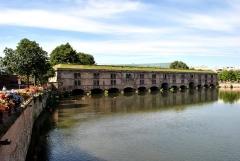 Grande écluse de fortification dite barrage Vauban et ses abords fortifiés - English: Ponts Couverts, built as part of the fourteenth-century city fortifications.