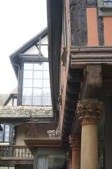 Cour du Corbeau ou Hôtel dit du Corbeau - English: 1 quai des Bateliers