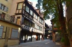 Cour du Corbeau ou Hôtel dit du Corbeau -  Une dès plus ancienne