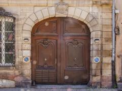 Ancien Hôtel de Marabail -  Belle porte cochère sise 15 Rue de l'Arc-en-Ciel.