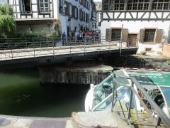 Maison - Français:   Pont du Faisan et Maison, 40 rue du Bain-aux-Plantes et 1 rue des Moulins, Strasbourg