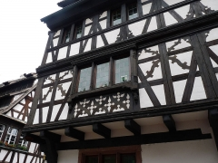 Maison - Français:   Strasbourg, Petite France: maison à colombages à l\'angle du 40 rue du Bain-aux-Plantes et du 1 rue des Moulins. Façades et toitures classées Monuments historiques en 1927.