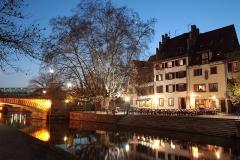 Maison -  Quai de l'Ill à Strasbourg, dans la petite France, à côté des ponts couverts.